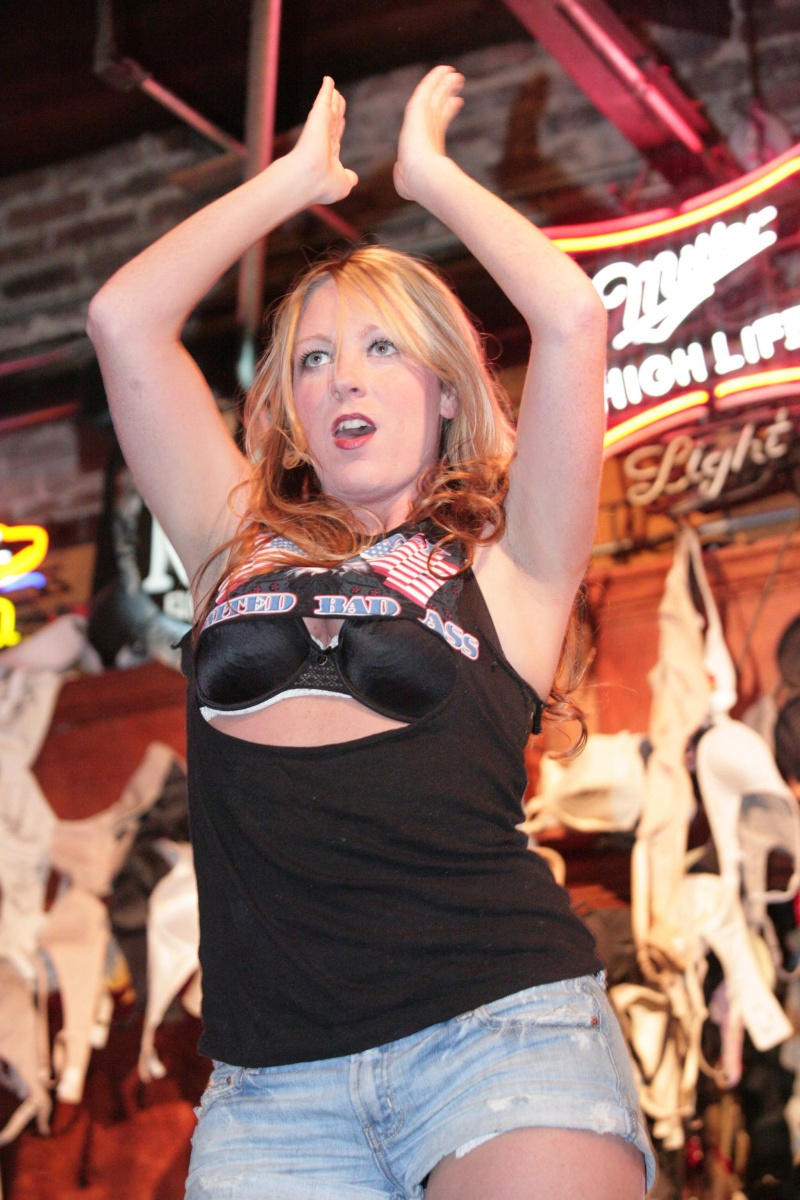 Coyote Ugly - Memphis May 23, 2010 BodyWorks Photography Crystal