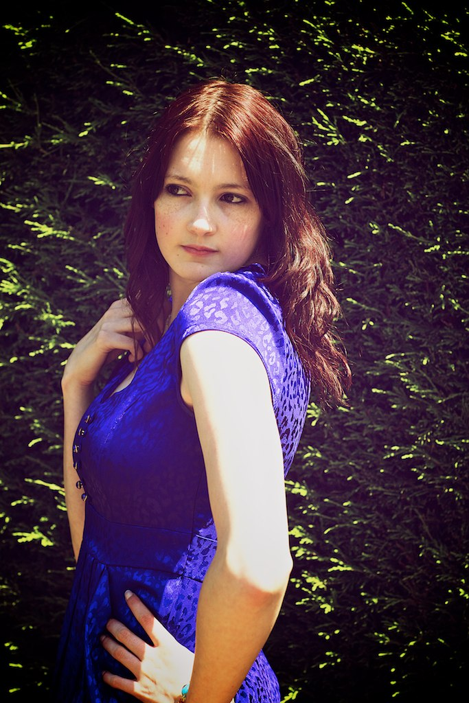 Female model photo shoot of Sarah Sharpe in Roos