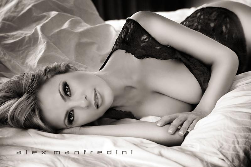 Female model photo shoot of Natasja Gil by Alex Manfredini in Miami Photo Studio