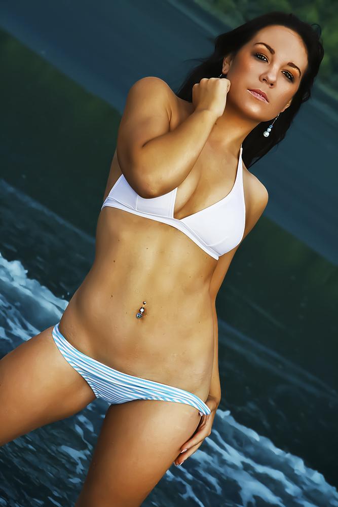 Jun 14, 2010 Snapz Bikini shot