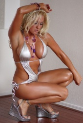 http://photos.modelmayhem.com/photos/100614/20/4c16f124af821_m.jpg