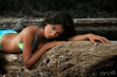 http://photos.modelmayhem.com/photos/100615/19/4c18331f26cb5_m.jpg