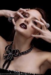 http://photos.modelmayhem.com/photos/100615/21/4c1852ce7288e_m.jpg