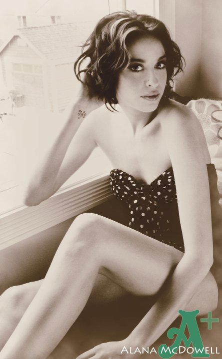 Female model photo shoot of Alexandra McGill