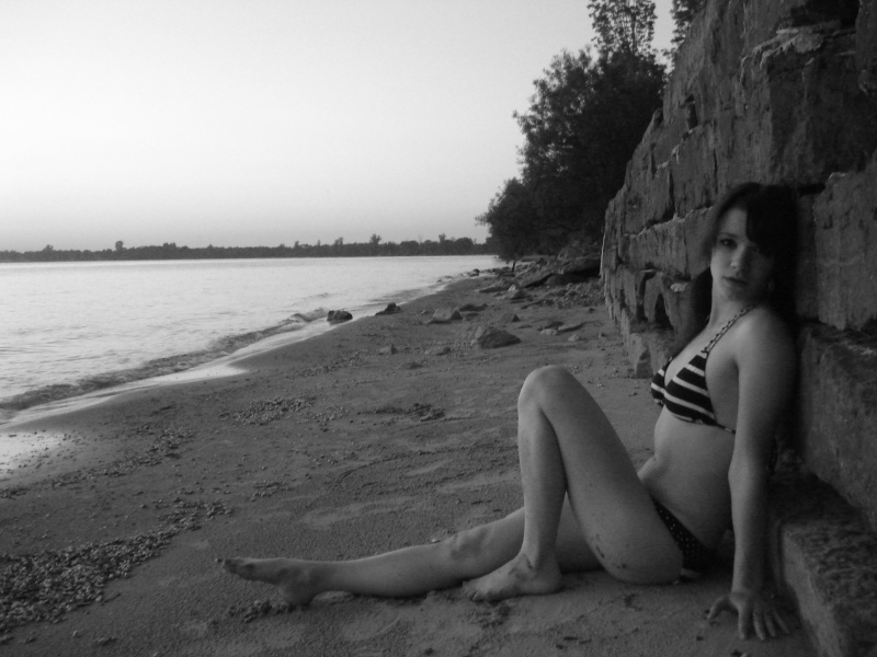 Female model photo shoot of Tara Leary