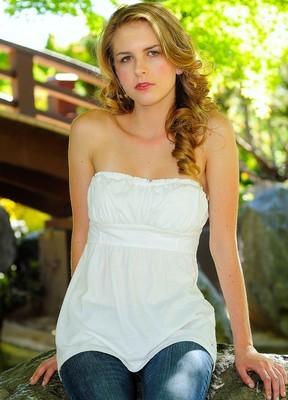 Female model photo shoot of Katherine Janes