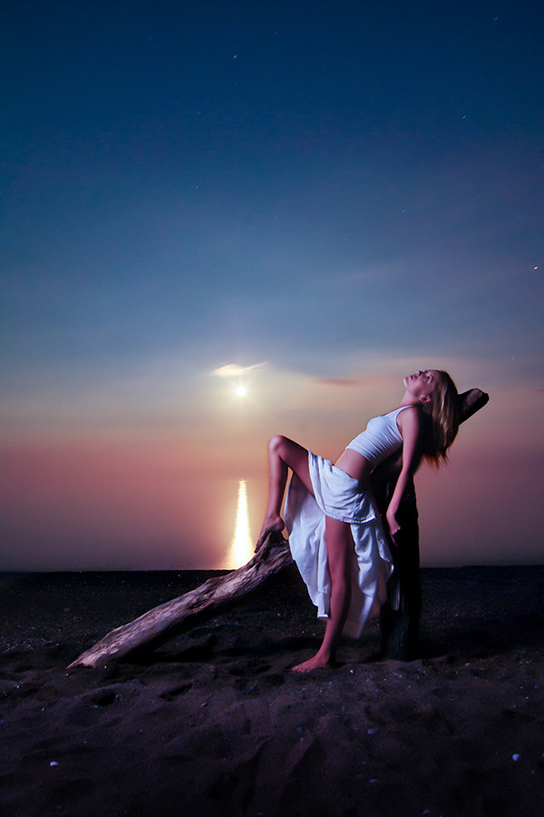 the beach, Lake Erie.... Jun 30, 2010 Bob West Chloe and the rising moon..... 1 minute exposure and 1 flash...