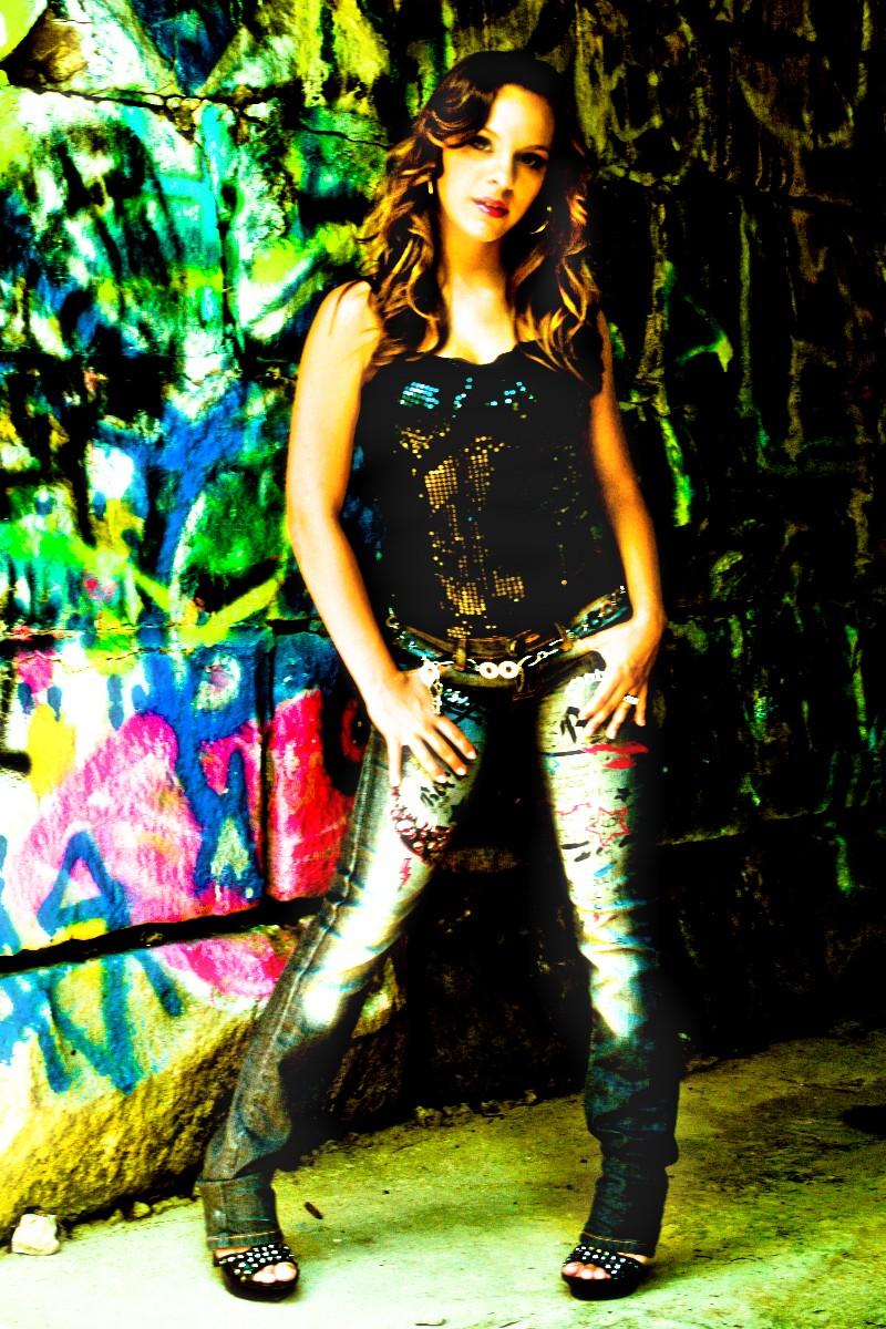 http://photos.modelmayhem.com/photos/100704/21/4c31638b2014c.jpg