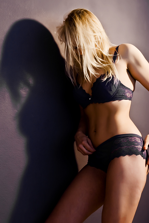 http://photos.modelmayhem.com/photos/100715/12/4c3f686c7f16e.jpg