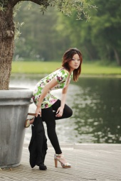 https://photos.modelmayhem.com/photos/100719/11/4c449944eb24f_m.jpg
