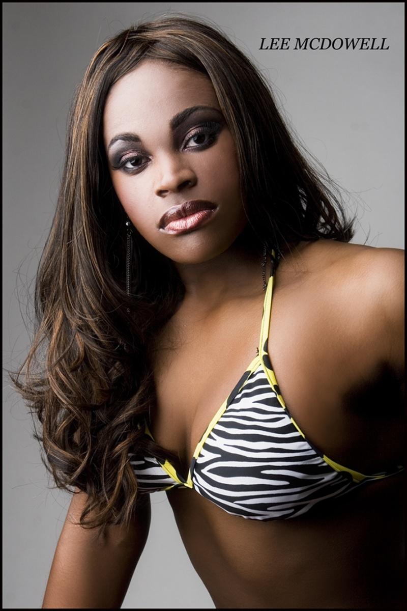 Female model photo shoot of D Maddoxx