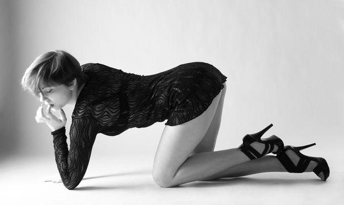 Female model photo shoot of Oksana Smith