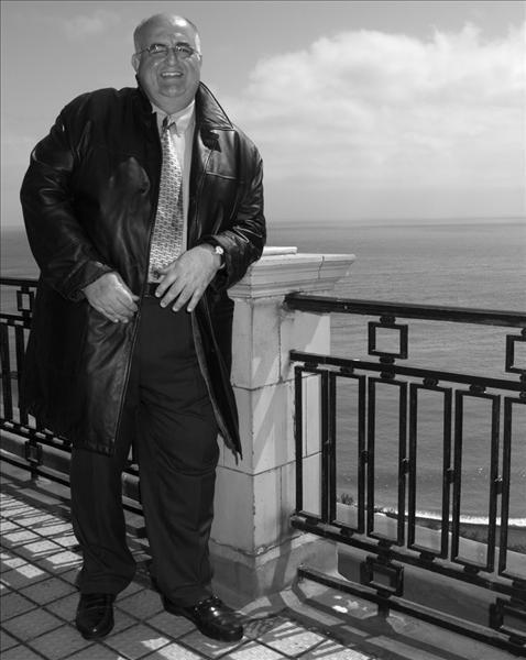 Male model photo shoot of Daniel Jefferson