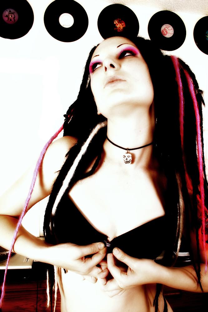Female model photo shoot of Inamourada