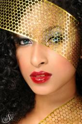 http://photos.modelmayhem.com/photos/100825/16/4c75a5b73c495_m.jpg