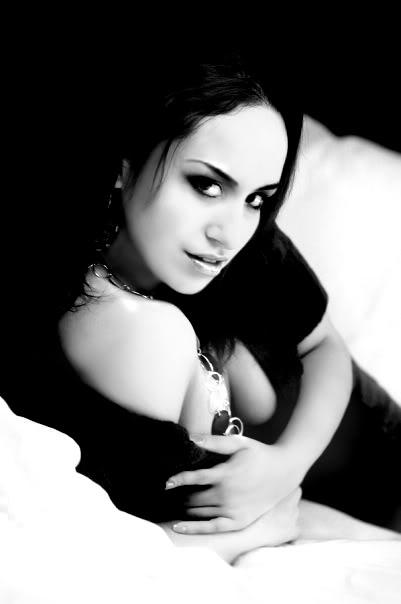 Female model photo shoot of Elle Paris