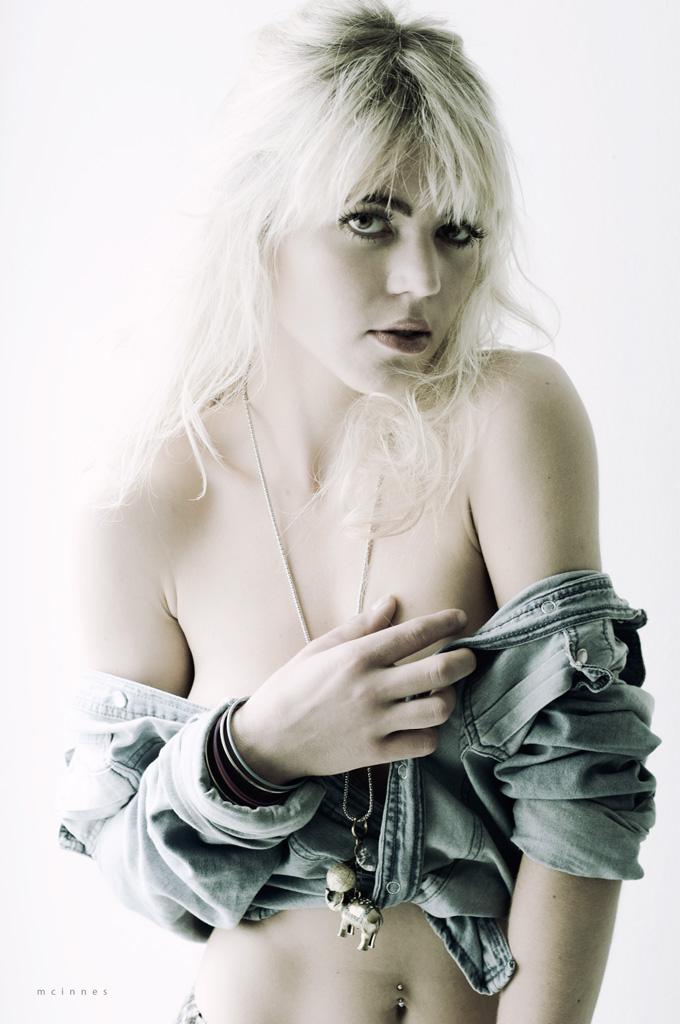 Female model photo shoot of sarah vieira da cruz in Studio