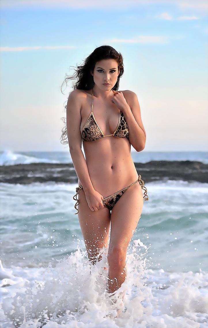 https://photos.modelmayhem.com/photos/100830/15/4c7c2d00b2a59.jpg