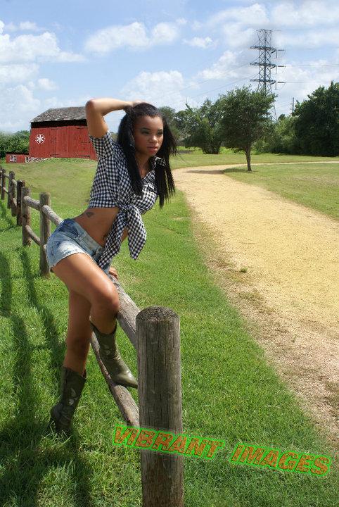 Female model photo shoot of Vibrant Images in Houston, Tx