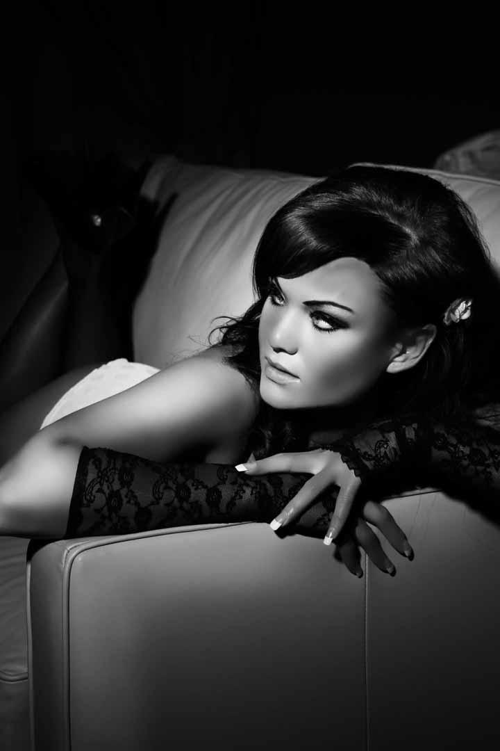 Female model photo shoot of Justine Nixx