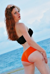 http://photos.modelmayhem.com/photos/100916/10/4c9257fe10513_m.jpg