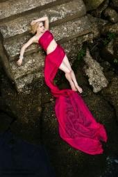 http://photos.modelmayhem.com/photos/100919/06/4c960ead1e3e4_m.jpg