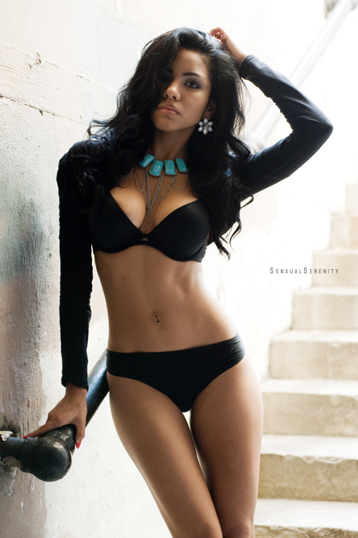 Female model photo shoot of Aarendy by KwalkerPhotography