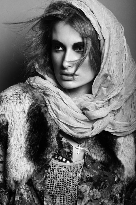 Oct 12, 2010 Photographer : Jacks / Model : Chloé @ Mademoiselle Agency / Stylist : Sarah KINSUMBA / MUA : Yoan Perez