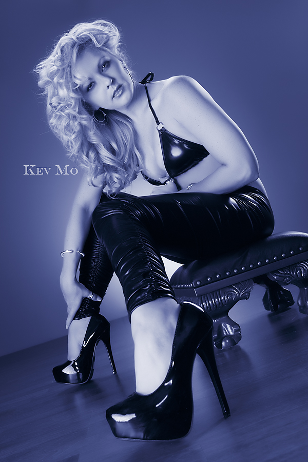 http://photos.modelmayhem.com/photos/101013/21/4cb6899fed713.jpg