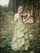 http://photos.modelmayhem.com/photos/101020/12/4cbf3cc2574a5_m.jpg