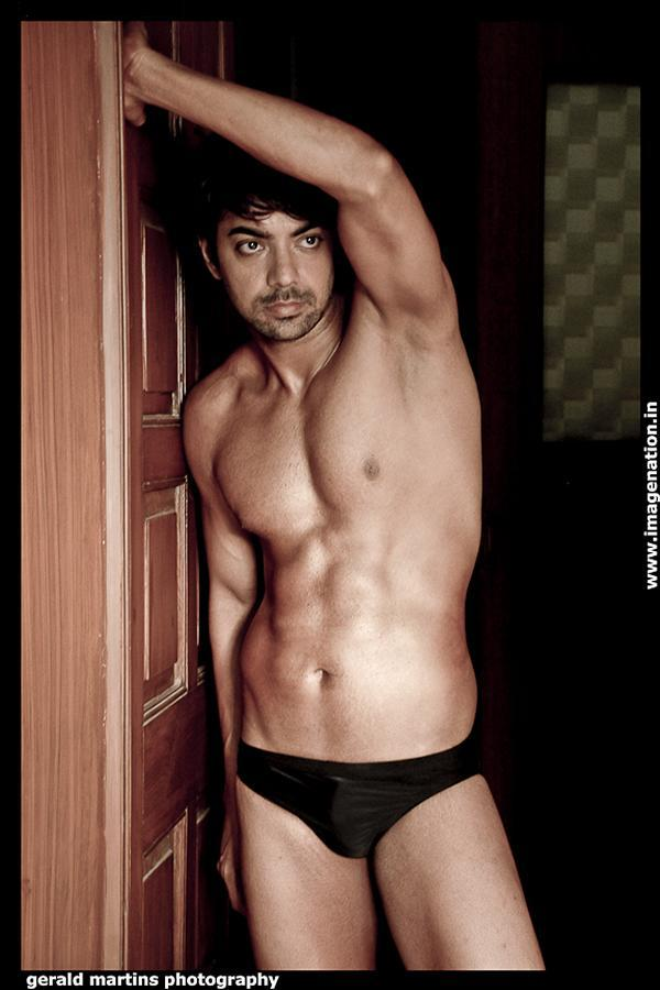 Male model photo shoot of Sanntosh Kumar