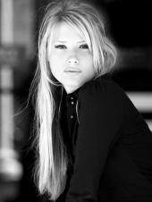 http://photos.modelmayhem.com/photos/101025/10/4cc5ba015db4e_m.jpg