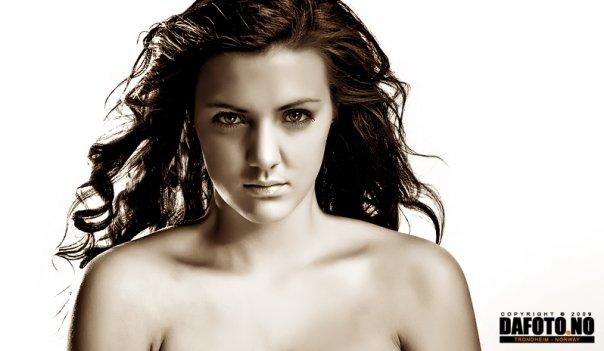 Female model photo shoot of MaikenLM