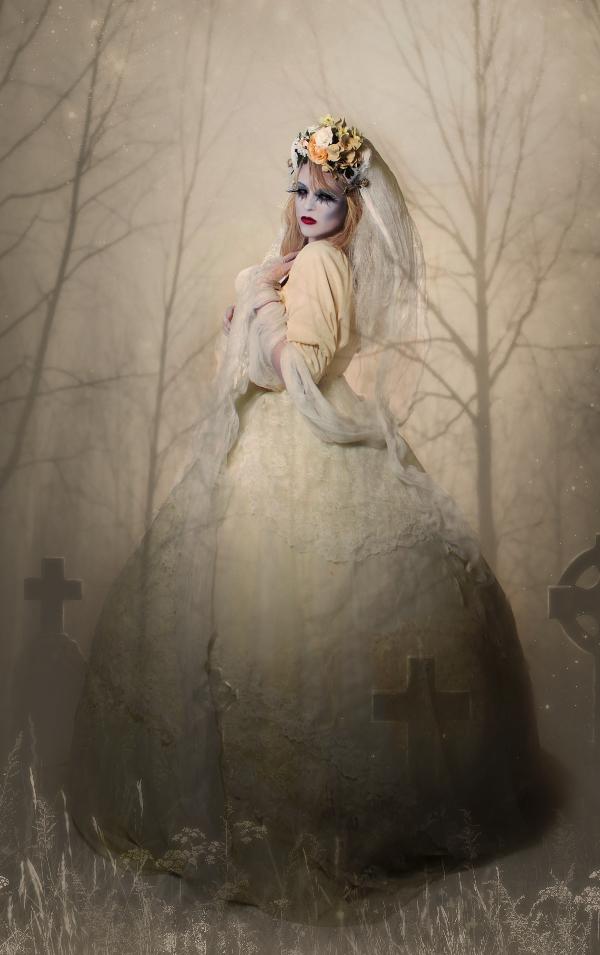Darkiepo Studios Nov 03, 2010 Laura Dark Photography Featured in Dark Beauty Magazine- Winter edition 2010