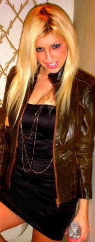 Female model photo shoot of RachelAL