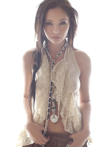 http://photos.modelmayhem.com/photos/101110/15/4cdb2dd94bd7b.jpg