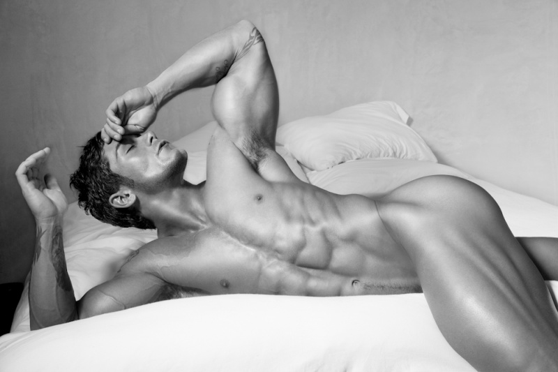 Picture About Male Model BOBBY MOMENTELLER 32 years old from Rockford, Illinois, US