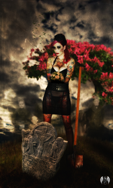 Nov 18, 2010 2010 13caskets.com and John R Dybowski Graveyard Girls #7 - Lorraine Tully