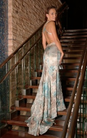 http://photos.modelmayhem.com/photos/101121/08/4ce94ee035878_m.jpg