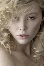 http://photos.modelmayhem.com/photos/101123/16/4cec5d3a0d2bb_m.jpg