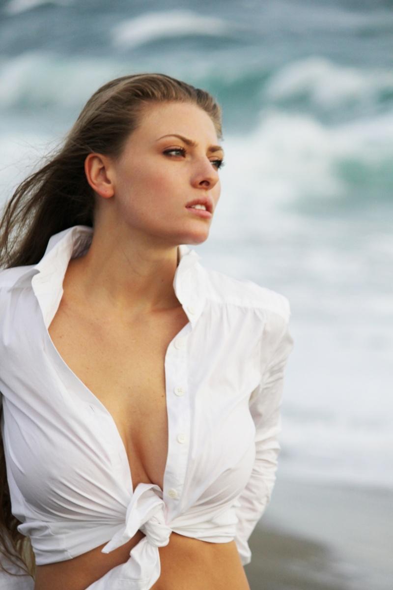 http://photos.modelmayhem.com/photos/101124/13/4ced81a61d178.jpg