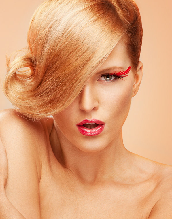 http://photos.modelmayhem.com/photos/101128/18/4cf31425ed2b7.jpg