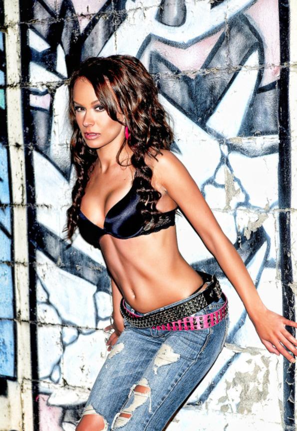 Female model photo shoot of LEANNA ASHLEY