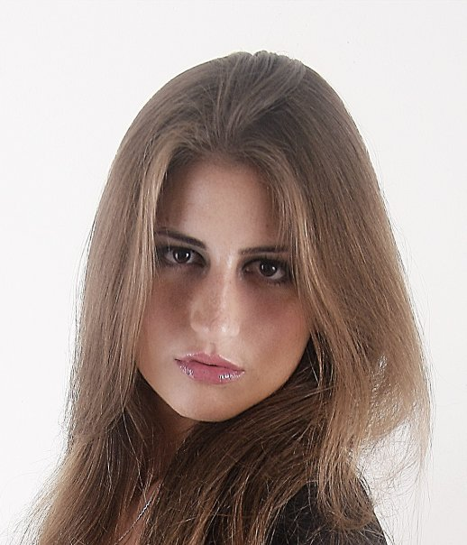 Female model photo shoot of Szandrella