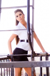 http://photos.modelmayhem.com/photos/101215/00/4d087754c4961_m.jpg