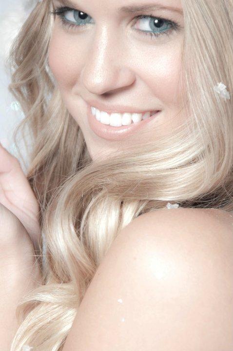 Female model photo shoot of Eryn Thomson