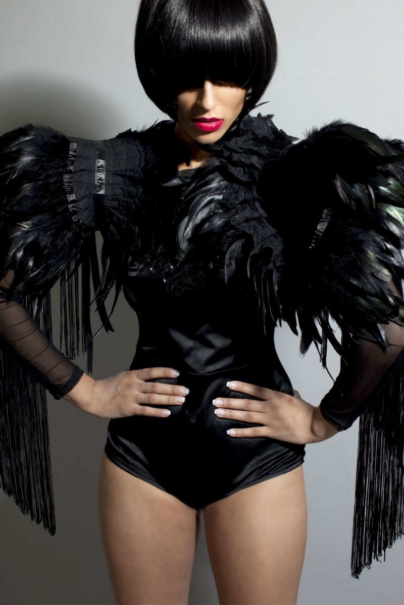 Dec 17, 2010 Xanthe Ellis Tenebrae coque feather collar. Model Katy Padam.
