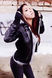 http://photos.modelmayhem.com/photos/101226/13/4d17ae823cc93_m.jpg