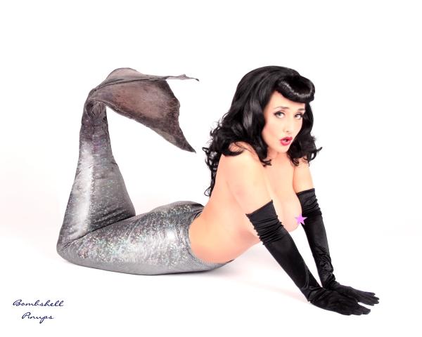 Jan 05, 2011 model : Mona deLux
