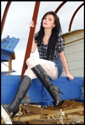 http://photos.modelmayhem.com/photos/110108/15/4d28f36eaa3e1_m.jpg